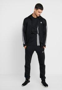 adidas Originals - PILLAR TEE - T-shirt print - black/white - 1