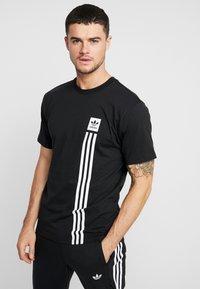 adidas Originals - PILLAR TEE - T-shirt print - black/white - 0