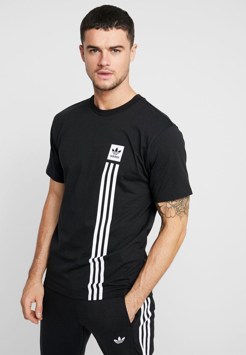 adidas Originals - PILLAR TEE - T-shirt print - black/white