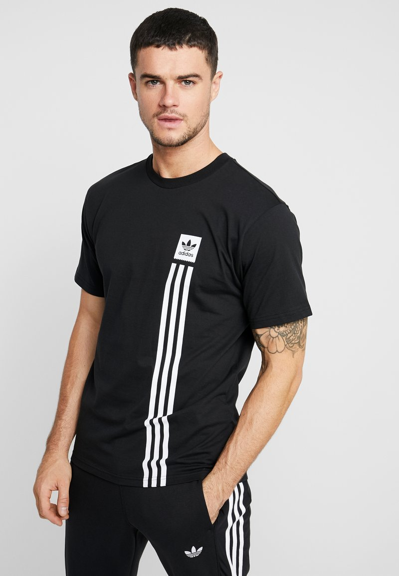 adidas Originals - PILLAR TEE - Print T-shirt - black/white