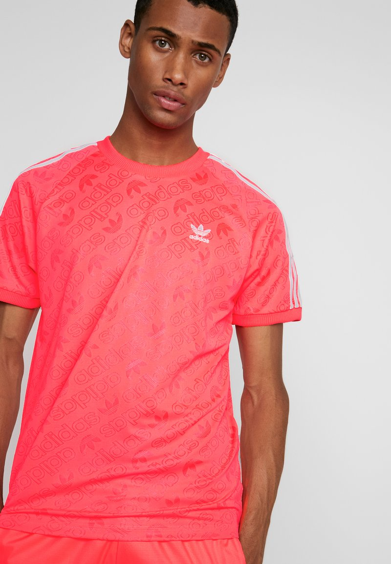 adidas Originals - MONOGRAM RETRO JERSEY - Print T-shirt - flash red