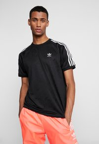 adidas Originals - MONOGRAM RETRO JERSEY - T-shirt imprimé - black - 0