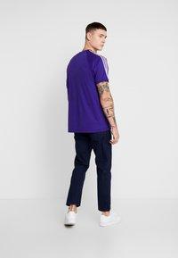 adidas Originals - ADICOLOR 3 STRIPES TEE - Print T-shirt - collegiate purple - 2