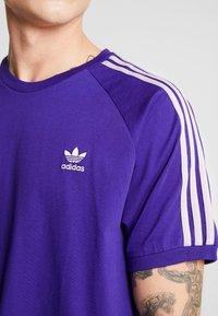 adidas Originals - ADICOLOR 3 STRIPES TEE - T-shirts print - collegiate purple - 5