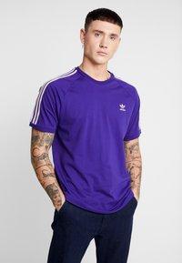 adidas Originals - ADICOLOR 3 STRIPES TEE - Print T-shirt - collegiate purple - 0