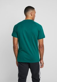 adidas Originals - ADICOLOR 3 STRIPES TEE - Print T-shirt - collegiate green - 2