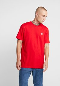 adidas Originals - ADICOLOR ESSENTIAL TEE - T-shirt print - scarlet - 0