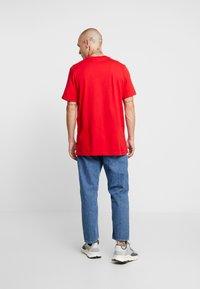adidas Originals - ADICOLOR ESSENTIAL TEE - T-shirt print - scarlet - 2