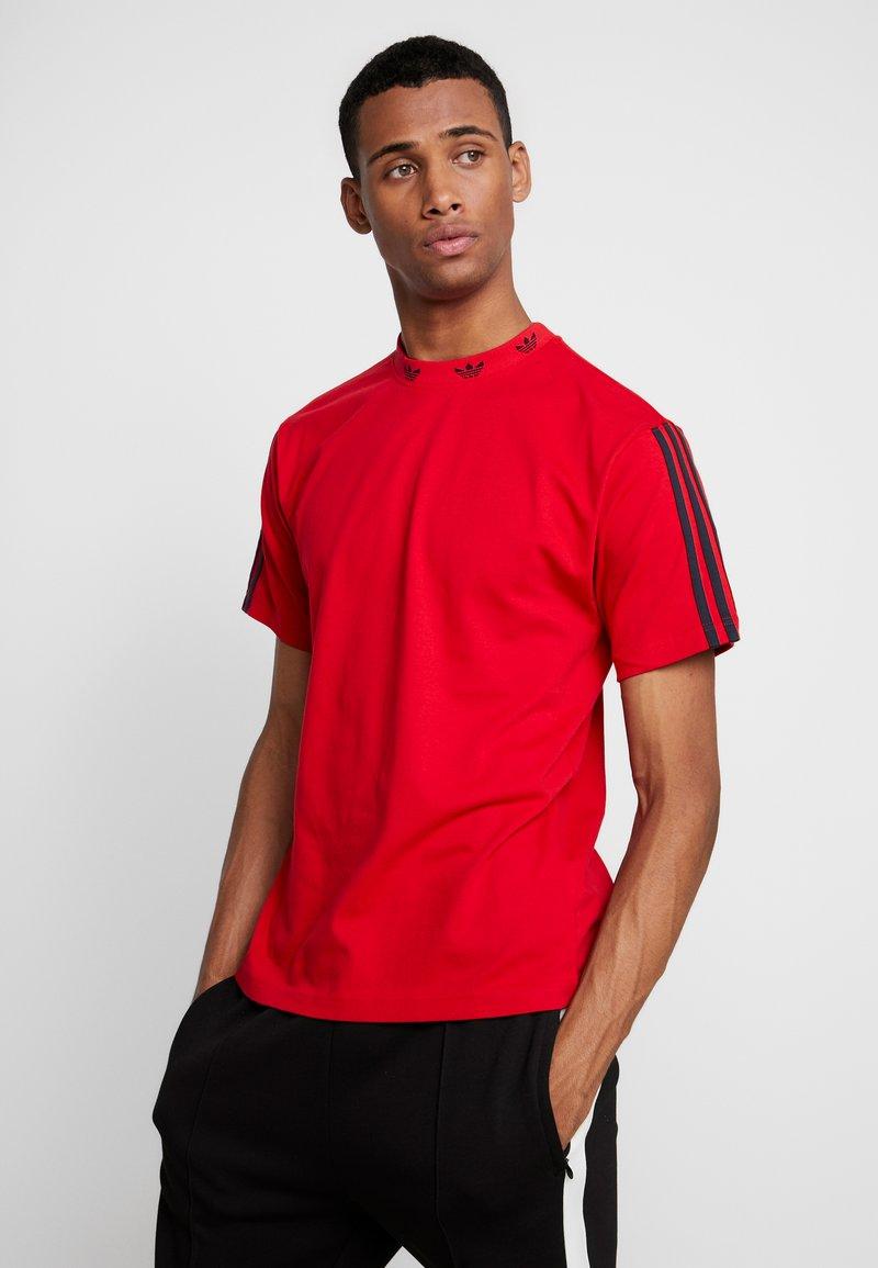 adidas Originals - TREFOIL RIB TEE - T-shirt print - scarlet/white