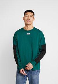 adidas Originals - REVEAL YOUR VOICE LONGSLEEVE - Longsleeve - collegiate green - 0