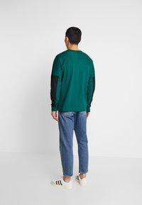 adidas Originals - REVEAL YOUR VOICE LONGSLEEVE - Longsleeve - collegiate green - 2