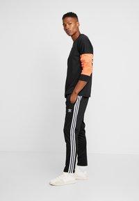 adidas Originals - REVEAL YOUR VOICE LONGSLEEVE - Long sleeved top - black - 1