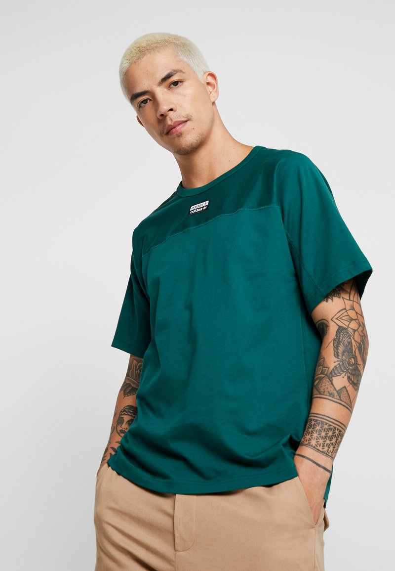 adidas Originals - REVEAL YOUR VOICE TEE - Camiseta básica - collegiate green