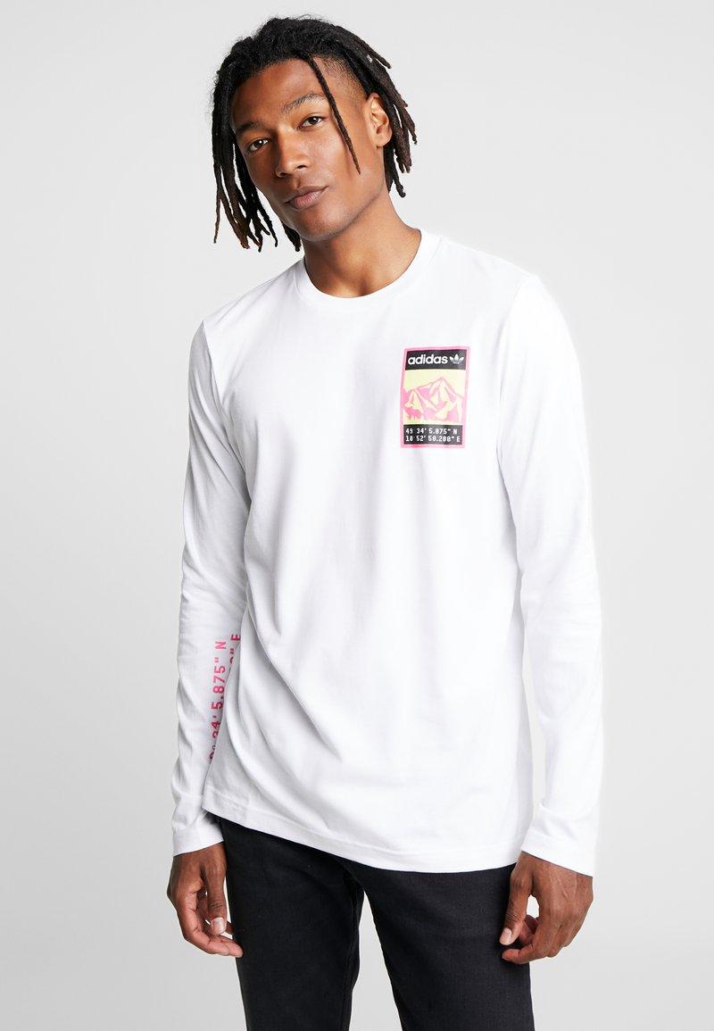 adidas Originals - STREETSTYLE GRAPHIC LONGSLEEVE TEE - Bluzka z długim rękawem - white