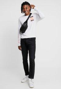 adidas Originals - STREETSTYLE GRAPHIC LONGSLEEVE TEE - Bluzka z długim rękawem - white - 1