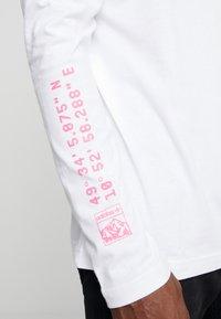 adidas Originals - STREETSTYLE GRAPHIC LONGSLEEVE TEE - Bluzka z długim rękawem - white - 5
