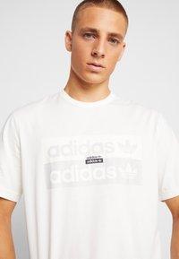 adidas Originals - REVEAL YOUR VOICE TEE - T-shirt print - core white - 3