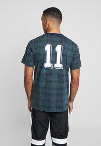 adidas Originals - TARTAN TEE - Camiseta estampada - multicolor/collegiate navy - 2