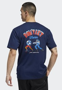 adidas Originals - POCKET T-SHIRT - T-shirt print - blue - 1