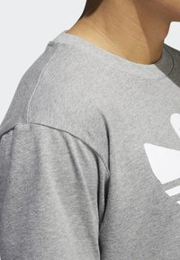 adidas Originals - SHMOO T-SHIRT - Print T-shirt - grey - 4
