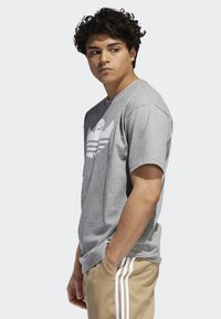 adidas Originals - SHMOO T-SHIRT - Print T-shirt - grey - 2