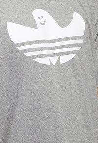 adidas Originals - SHMOO T-SHIRT - Print T-shirt - grey - 3