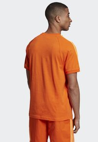 adidas Originals - 3-STRIPES T-SHIRT - T-shirts print - orange - 1