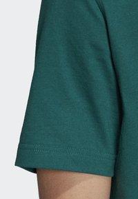 adidas Originals - TREFOIL T-SHIRT - Print T-shirt - green - 4