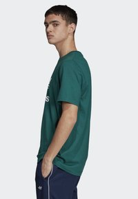 adidas Originals - TREFOIL T-SHIRT - Print T-shirt - green - 2