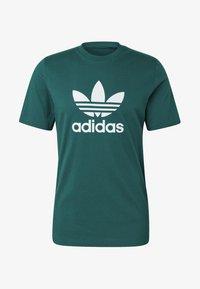 adidas Originals - TREFOIL T-SHIRT - Print T-shirt - green - 6