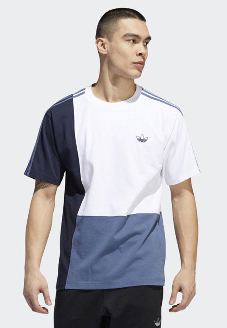 adidas Originals - ASYMM T-SHIRT - Print T-shirt - white
