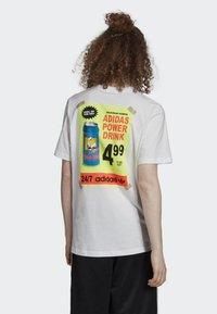 adidas Originals - BODEGA POSTER T-SHIRT - T-shirt imprimé - white - 2