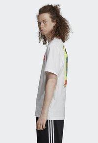 adidas Originals - BODEGA POSTER T-SHIRT - T-shirt imprimé - white - 3