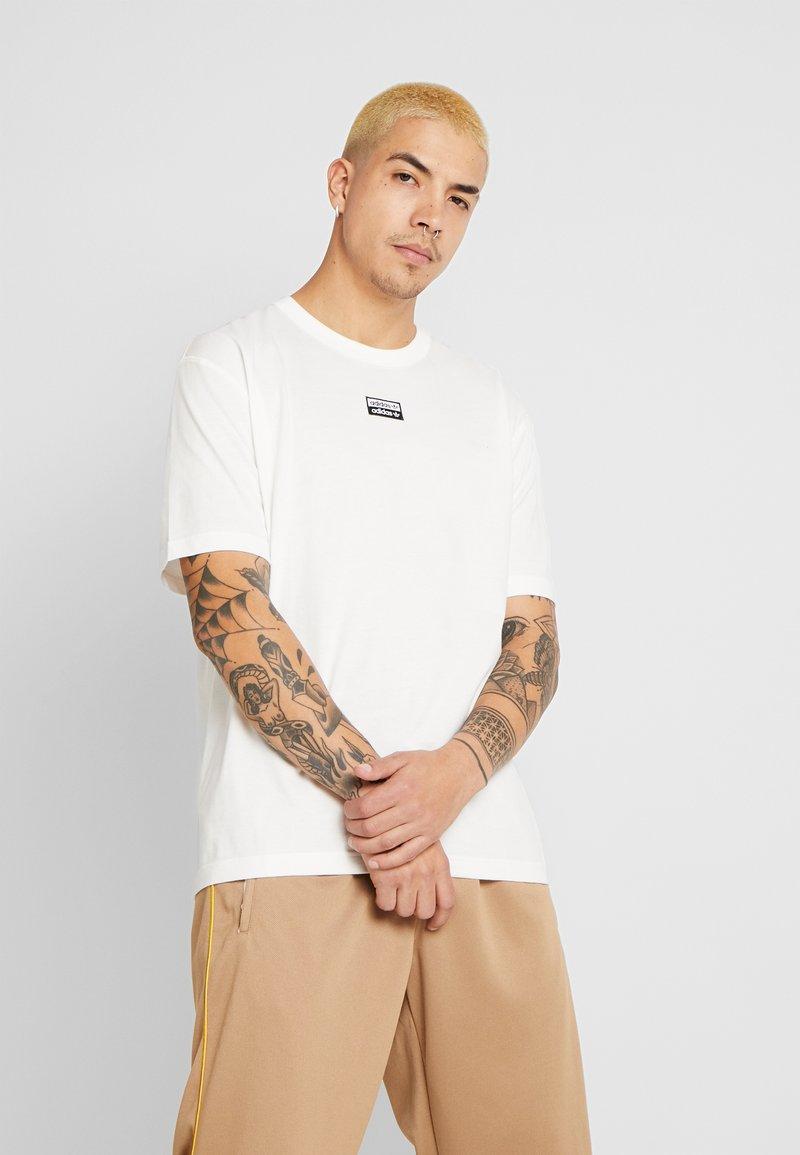 adidas Originals - R.Y.V. SHORT SLEEVE TEE - T-shirt z nadrukiem - core white