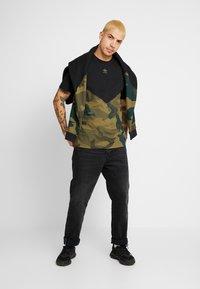 adidas Originals - BLOCK - T-shirt con stampa - black/multicolor - 1