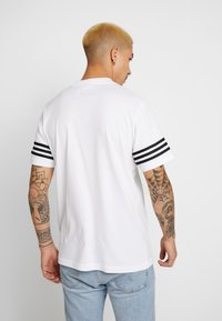 adidas Originals - OUTLINE TEE - Print T-shirt - white - 3