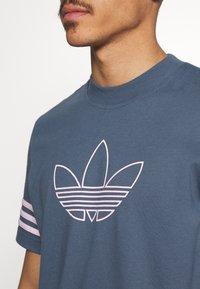 adidas Originals - OUTLINE TEE - Camiseta estampada - dark blue - 5