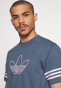 adidas Originals - OUTLINE TEE - Camiseta estampada - dark blue - 3