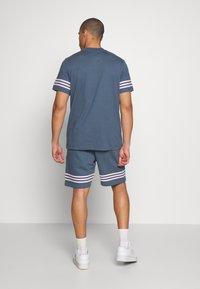 adidas Originals - OUTLINE TEE - Camiseta estampada - dark blue - 2