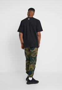 adidas Originals - TREFOIL TEE - T-shirt con stampa - black - 2