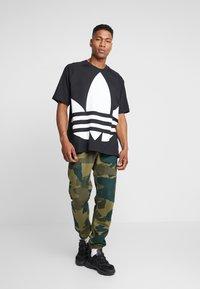 adidas Originals - TREFOIL TEE - T-shirt con stampa - black - 1