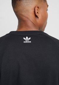 adidas Originals - TREFOIL TEE - T-shirt con stampa - black - 5