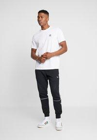 adidas Originals - TREFOIL ESSENTIALS SHORT SLEEVE TEE - Camiseta básica - white - 1