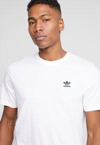 adidas Originals - TREFOIL ESSENTIALS SHORT SLEEVE TEE - Camiseta básica - white - 4