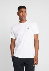 adidas Originals - TREFOIL ESSENTIALS SHORT SLEEVE TEE - Camiseta básica - white - 0