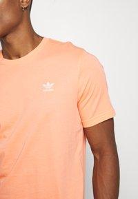 adidas Originals - ESSENTIAL TEE - T-shirt basic - chacor - 5