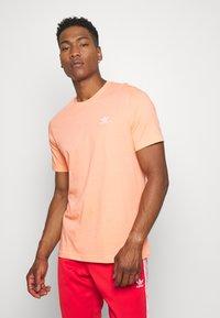adidas Originals - ESSENTIAL TEE - T-shirt basic - chacor - 0