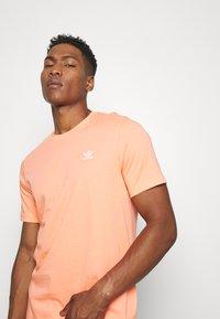 adidas Originals - ESSENTIAL TEE - T-shirt basic - chacor - 3