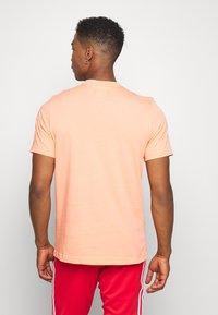 adidas Originals - ESSENTIAL TEE - T-shirt basic - chacor - 2