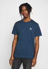 adidas Originals - ESSENTIAL TEE UNISEX - T-shirt basic - marin - 0